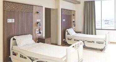 Krankenhaus Ausstattung: Krankenbetten, Pflegebetten, Rollwagen